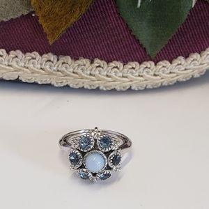 Vintage Avon Beautiful Blue Crystal & Stone ring